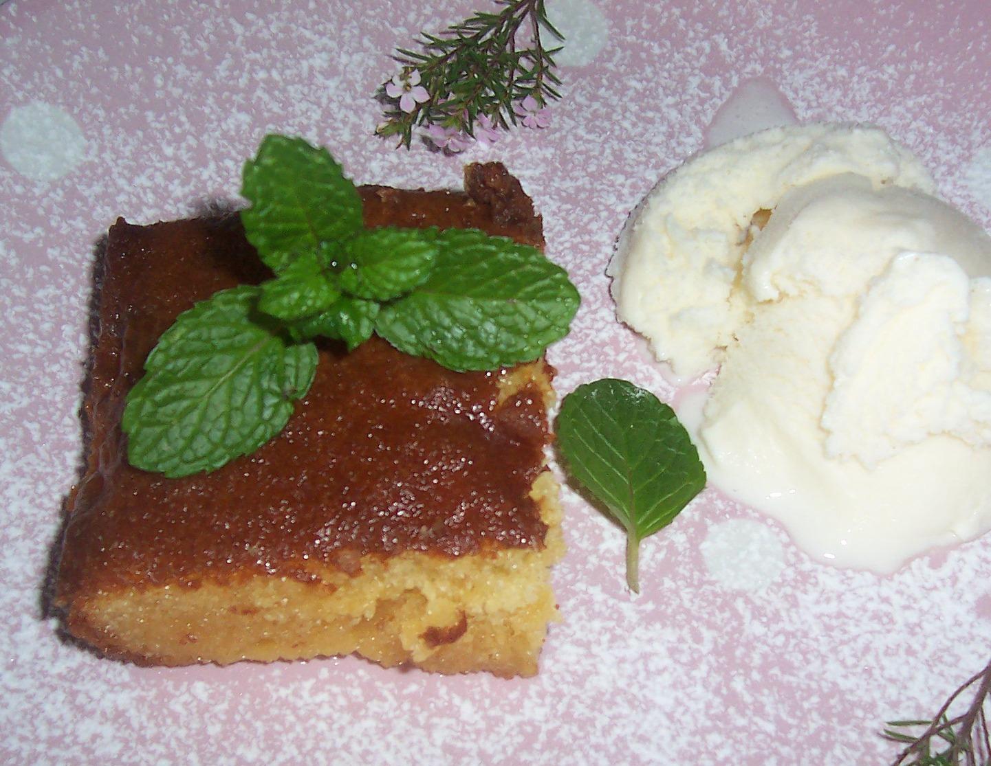 apple tart with caramel sauce