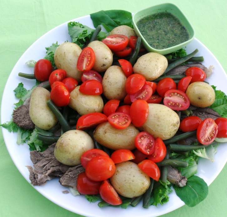 Salad with roast lamb and baby potatoes
