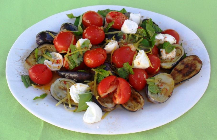 Aubergine and bocconcini salad for meatless Mondays baby aubergine salad 2