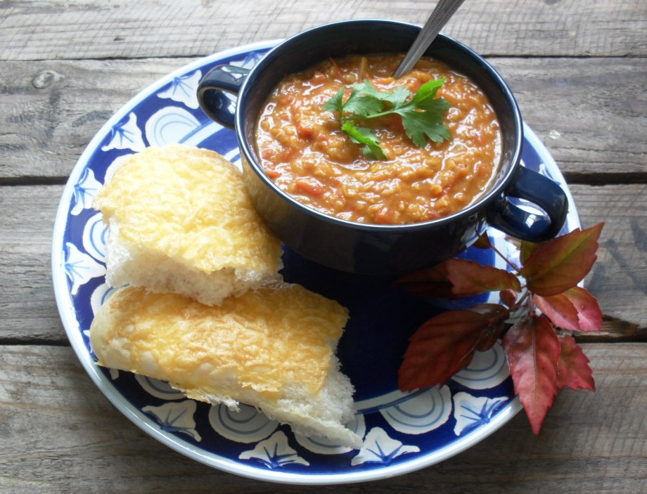 Lightly curried lentil and tomato soup recipe